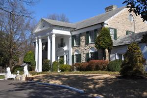 Visit Graceland (The Home of Elvis), Memphis, Tennessee