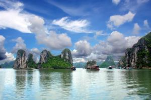 Explore Ha Long Bay, Vietnam (UNESCO site)